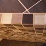 verflieste Ablage im Badezimmer