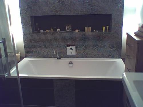 gemauerte dusche fliesen. Black Bedroom Furniture Sets. Home Design Ideas