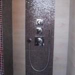 Mosaikbordüre in der Dusche