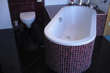 Freistehende Badewanne Mit Mosaikfliesen