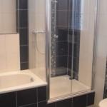 Badgestaltung in weiß und schwarz mit Mosaikfliesen