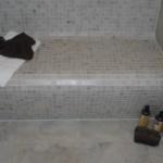 geflieste Sitzbank in der Dusche-2