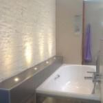 Badideen mit direkter Beleuchtung in der Ablagefläche