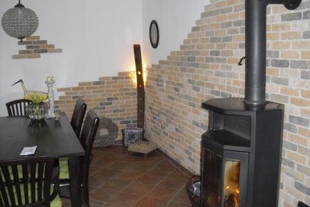 10 ideen f r eine steinwand im wohnbereich fliesen fieber. Black Bedroom Furniture Sets. Home Design Ideas
