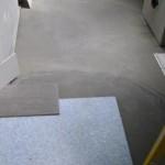 Bodenfliesen auf einer Entkopplungsplatte verlegen