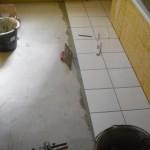 Bodenfliesen werden verlegt