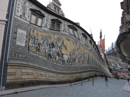 Der Fürstenzug in Dresden hat beide Weltkriege überlebt