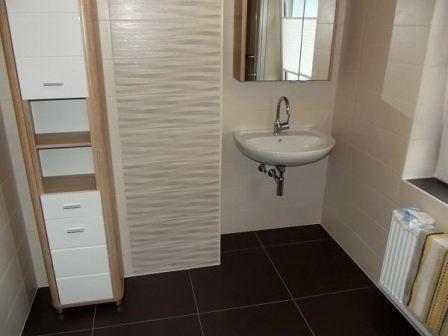 Der Waschbeckenbereich nach der Badsanierung
