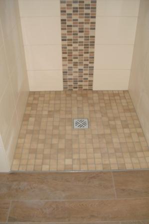 duschbereich mit mosaikfliesen mittig der dusche fliesen