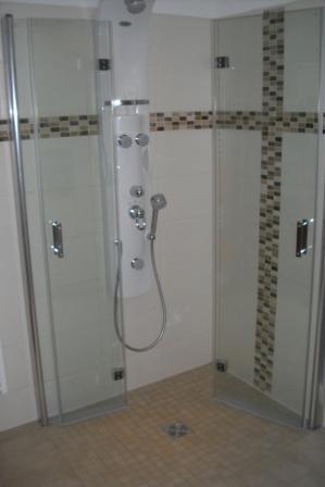 ebenerdige dusche mit rutschhemmenden fliesen - Dusche Im Keller Bauen