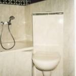 Eck-WC an der Badewanne