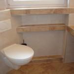 Eck WC und Badablagen unter und neben dem Fenster Bild2