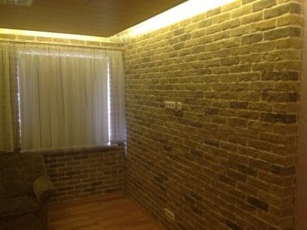 steinwand wohnzimmer mit beleuchtung. Black Bedroom Furniture Sets. Home Design Ideas