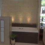 Idee im Bad mit direkter Beleuchtung im Wannenbereich