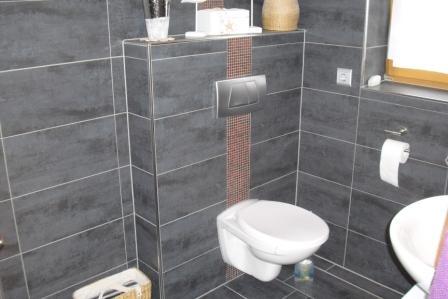 Badgestaltung rechteckige badfliesen waagerecht verlegen for Fliesen im badezimmer ideen